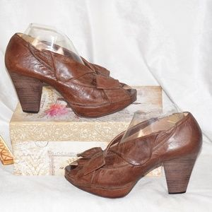 MRS ALBRIGHT (ANTHROPOLOGY) BOW LEATHER HIGH HEELS